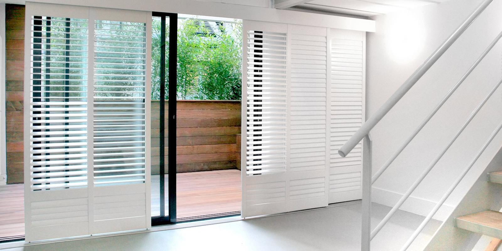 decoshutters des volets int rieurs en bois de qualit. Black Bedroom Furniture Sets. Home Design Ideas